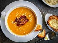 Най-вкусната крем супа от тиква с хрупкав бекон панчета